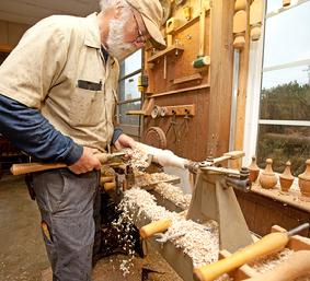 John Leake woodworker ffrom York, SC works at his lathe